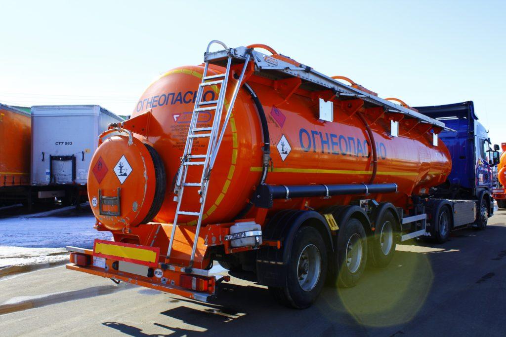 Перевозки опасных грузов автомобильным транспортом, доставка наливных опасных  грузов